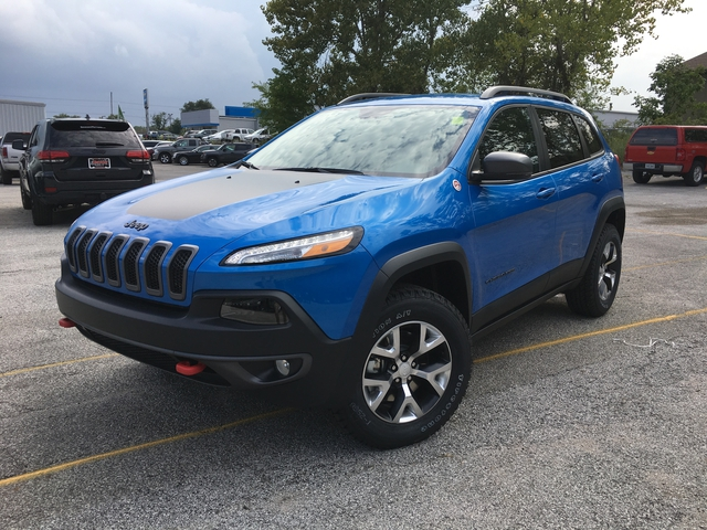 2018 jeep cherokee. fine cherokee new 2018 jeep cherokee trailhawk and jeep cherokee