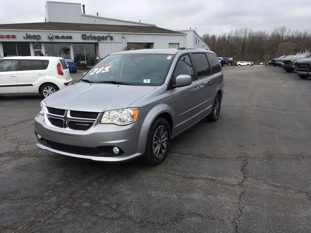 Pre Owned 2017 Dodge Grand Caravan Sxt 4d Passenger Van In